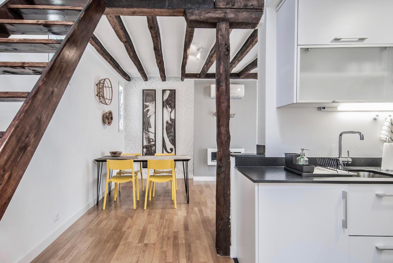 Detalle cocina y mesa Atocha