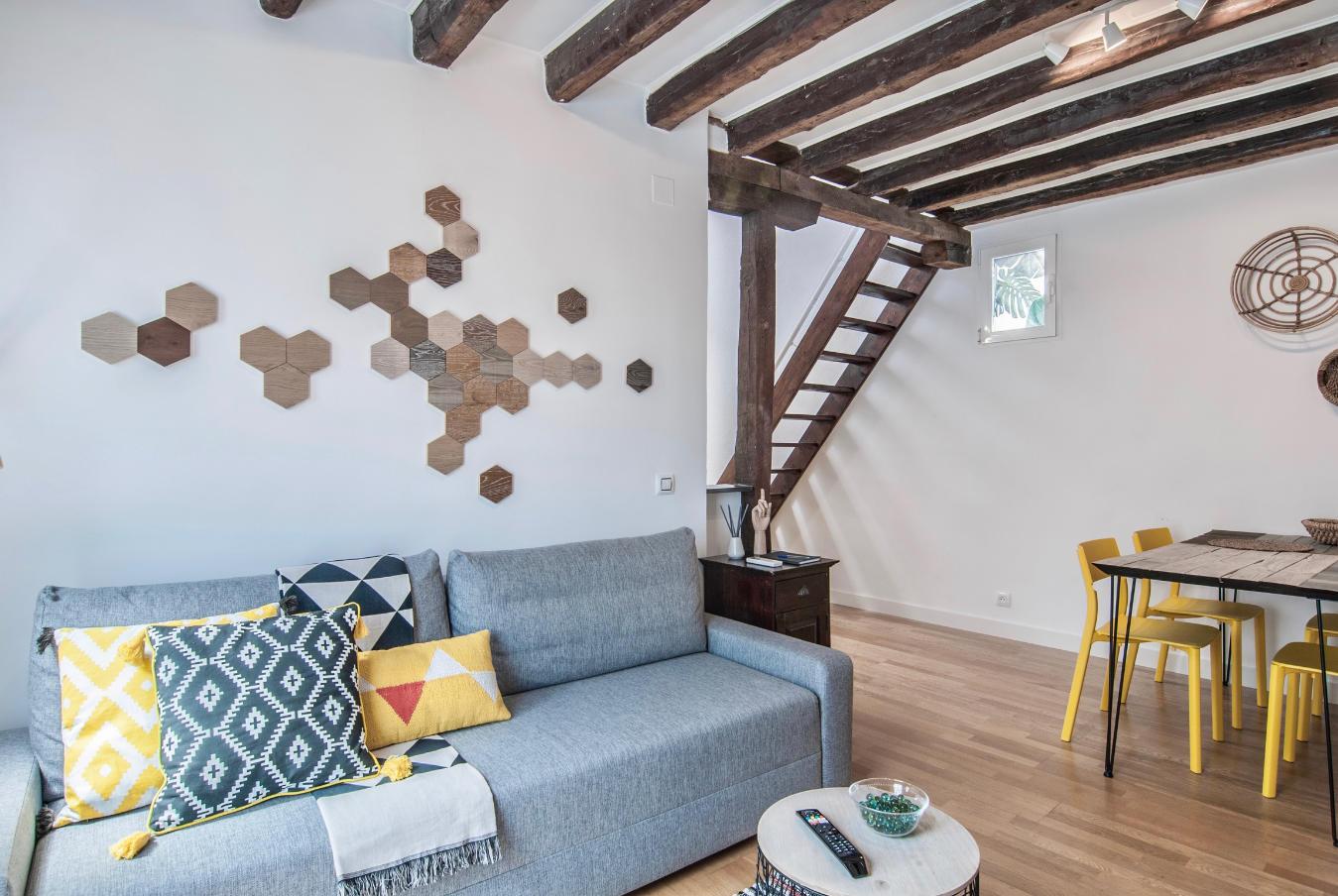 Detalle pared y sofá Atocha