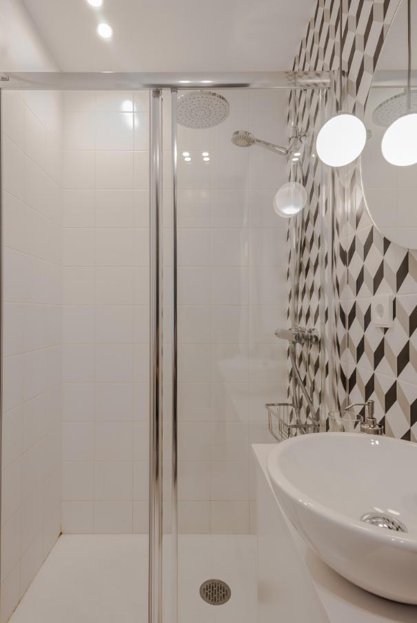 Detalle lavamanos y mampara Monteleón II