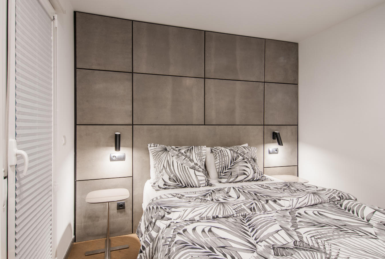 Dormitorio, detalle pared y cama San Vicente Ferrer