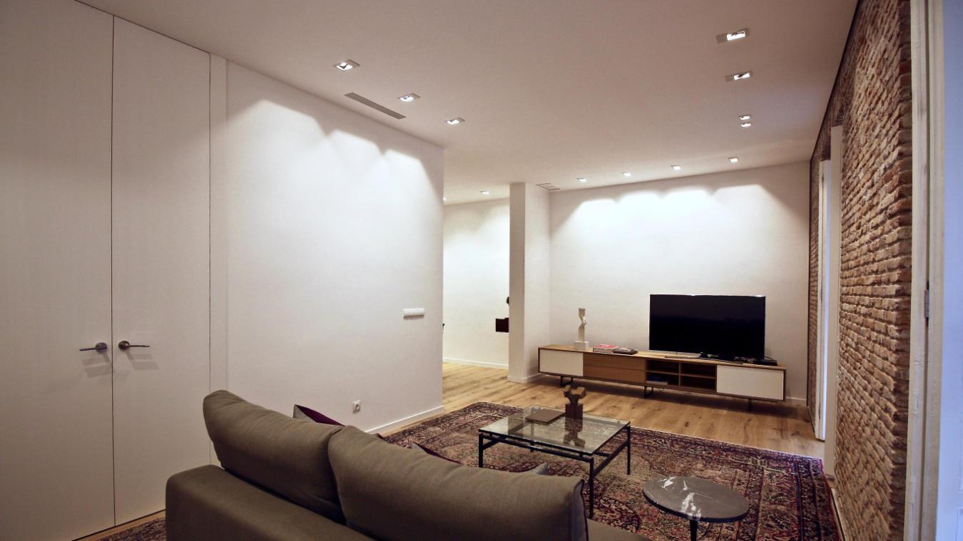 Salón, detalle sofá y televisor, Velarde I